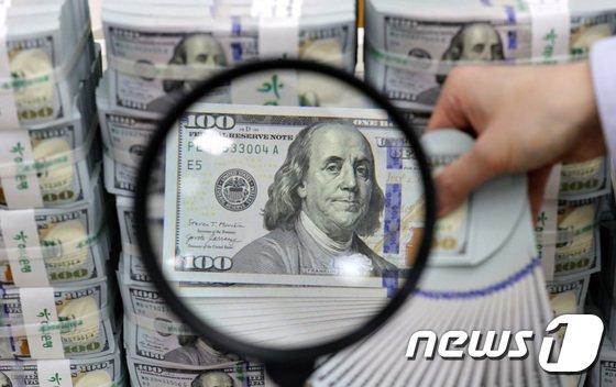 원/달러 환율이 15원 이상 급등해 1120원대로 올라섰다./사진=뉴스1