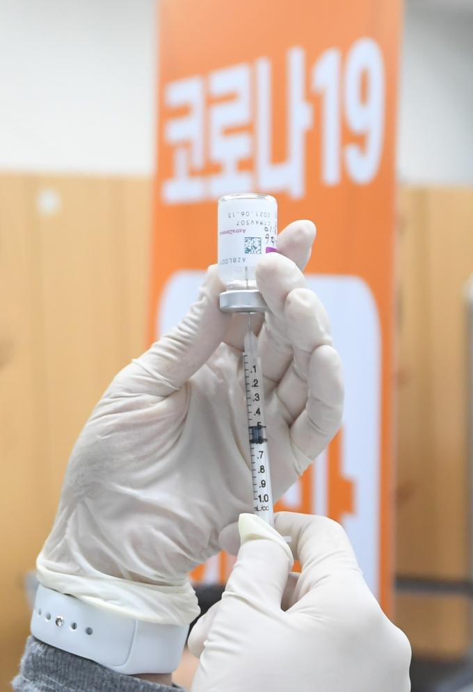 코로나 백신 접종 후… 병원 가야 하는 부작용은?
