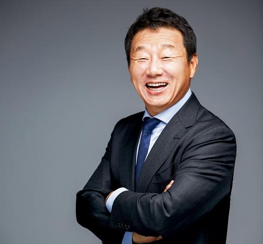 금융권에 따르면 한국씨티은행을 인수할 잠재적 후보로 OK금융그룹이 떠올랐다. 사진은 최윤 OK금융그룹 회장/사진=OK금융그룹