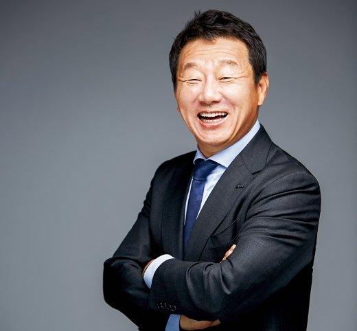 OK금융, 한국씨티은행에 군침… '재일교포' 최윤, 적격성 통과할까