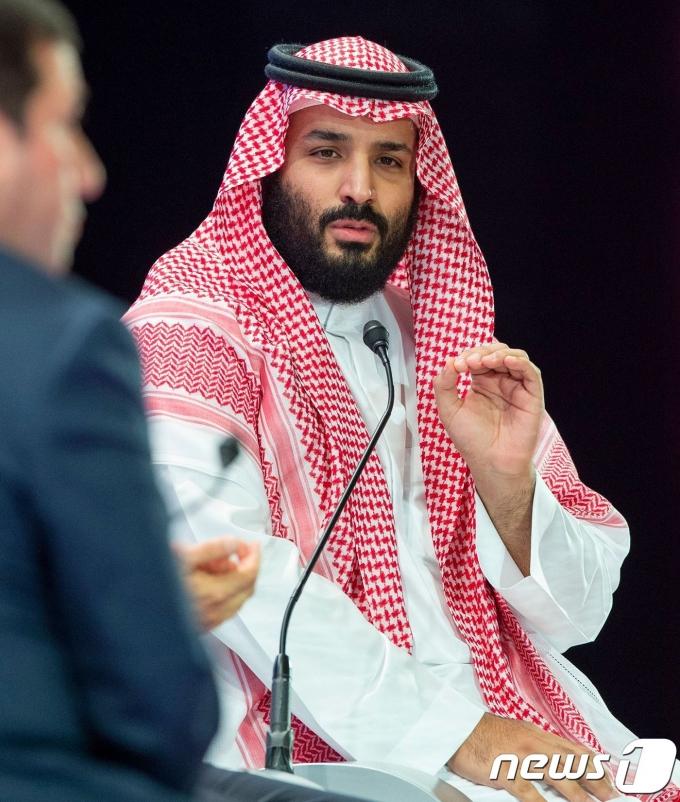 무함마드 빈 살만 사우디아리바아 왕세자가 2018년 10월 24일(현지시간) 리야드에서 열린 국제 경제회의 미래투자이니셔티브(FII)에 참석하고 있다. 무함마드 왕세자는 이날