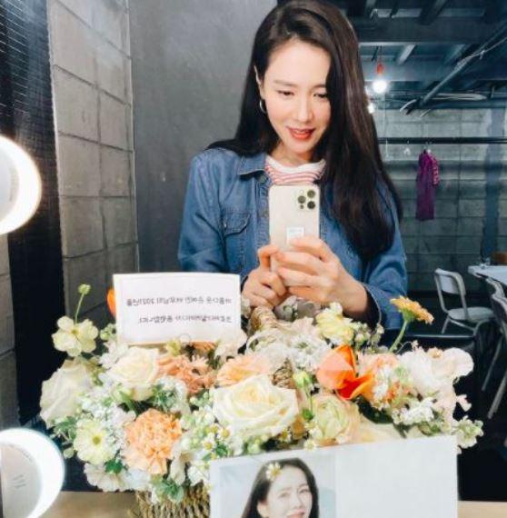 '프로댓글러' 배우 이민정이 동료배우이자 절친인 손예진의 사진에 남긴 댓글이 화제다. /사진=손예진 인스타그램