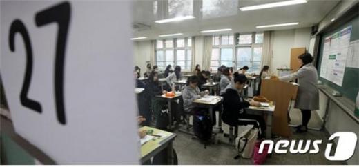 방역당국이 학생과 교사에 대해 신종 코로나바이러스 감염증(코로나19) 백신을 우선 접종해야 한다는 일각의 주장에 대해 입장을 밝혔다. /사진=뉴스1