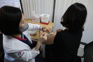 백신 접종 사흘째… 중증 이상반응 신고 없다