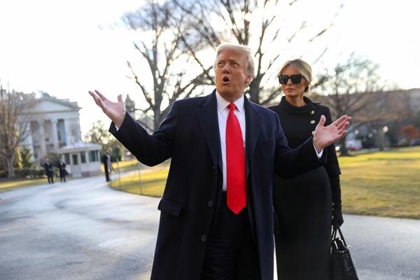 도널드 트럼프 전 미국 대통령이 자신에 대한 탄핵안에 찬성표를 던진 공화당 의원을 상대로 보복에 나섰다. 사진은 트럼프 전 미국 대통령이 지난 1월20일 조 바이든 대통령 당선인의 취임식날 워싱턴 백악관을 나서는 모습. /사진=로이터