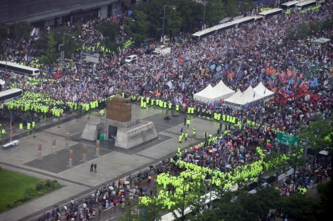 일부 보수단체들이 코로나19 상황 속에서도 3·1집회를 강행한다. 사진은 보수단체가 지난해 8월15일 서울 광화문광장에서 대규모 집회를 연 모습. /사진=뉴시스 DB