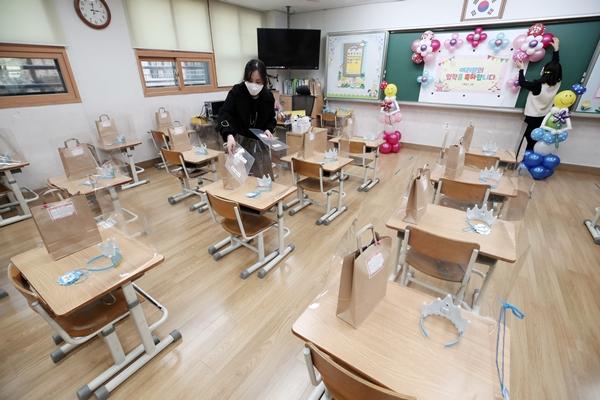 새 학기 초·중·고 전면 무상교육… 1인당 160만원 지원