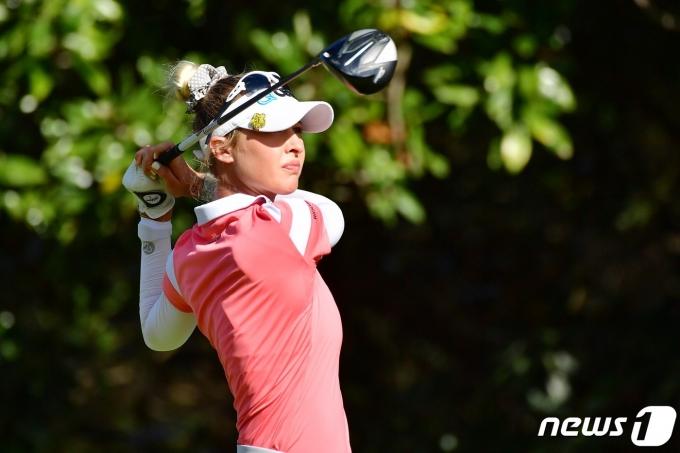 넬리 코다가 1일(한국시간) 게인브릿지 LPGA 최종 4라운드에서 샷을 날리고 있다. © AFP=뉴스1