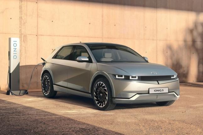 현대자동차의 첫 전용 전기차 '아이오닉 5'가 국내에 이어 유럽 시장에서도 큰 인기를 끌고 있는 것으로 나타났다./사진=현대차