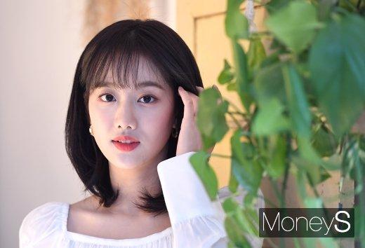 걸그룹 에이프릴 멤버 이나은의 과거 언행 논란이 불거졌다. /사진=장동규 기자