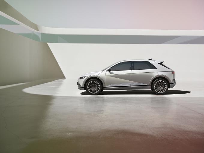 현대자동차의 첫 전용 전기차 '아이오닉 5'의 돌풍 속 하반기 출격을 예고한 기아 최초의 전용전기차 'CV'에 대한 기대감도 커지고 있다./사진=현대차