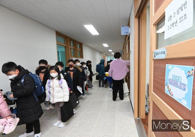 [머니S포토] 등교하는 초등학생들