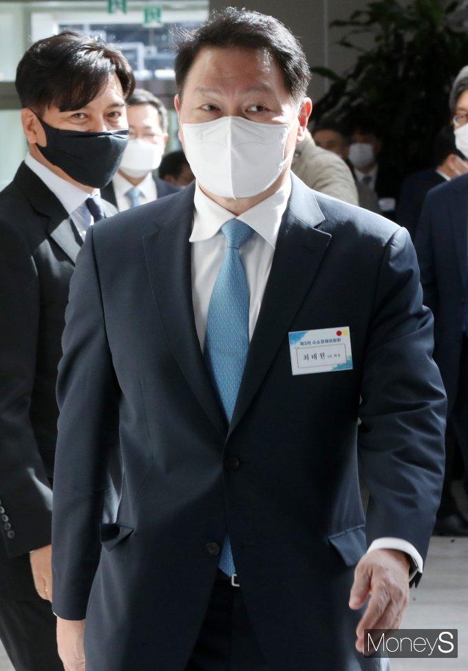 [머니S포토] 제3차 수소경제위원회 참석하는 최태원 회장