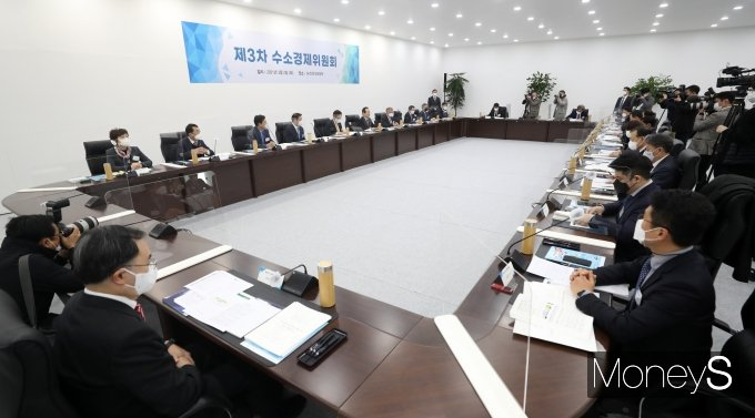 [머니S포토] '제3차 수소경제위원회'