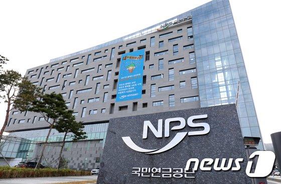한국주식투자자연합회(한투연)가 국민연금의 잇따른 순매도를 비판하고 나섰다. 국민연금 지난해 12월24일부터 지난달 26일까지 42거래일 연속 순매도를 기록했다. /사진=뉴스1