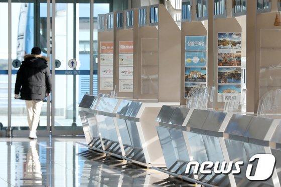 코로나19 사태로 여행자보험 판매가 크게 줄어든 것으로 나타났다. 사진은 인천공항 제1여객터미널./사진=뉴스1