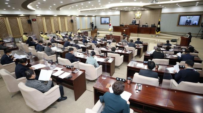수원시의회(의장 조석환)는 2일, 제358회 임시회를 열고 10일간의 의정활동에 돌입했다. / 사진제공=수원시의회