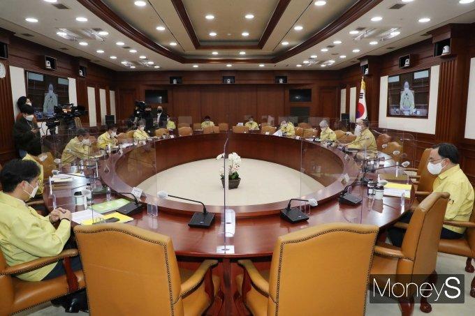 [머니S포토] 제31차 비상경제 중앙대책본부 회의