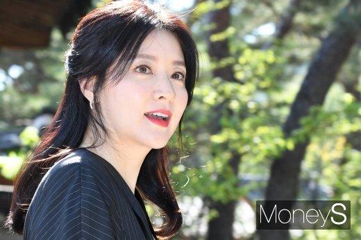 배우 이영애 측이 국방위 소속 의원들에게 후원금을 전달한 것과 관련해 남편 정호영 회장과는 전혀 관계가 없다며 공식입장을 밝혔다. /사진=장동규 기자