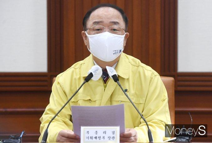 """[머니S포토] 홍남기 """"서비스산업발전법 제정안, 3월 국회서 통과시켜 달라"""""""