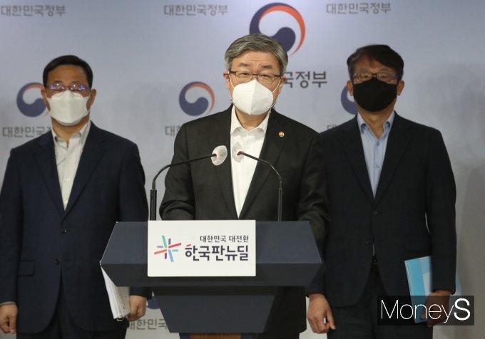 [머니S포토] 이재갑 장관, 청년고용 활성화 방안 발표