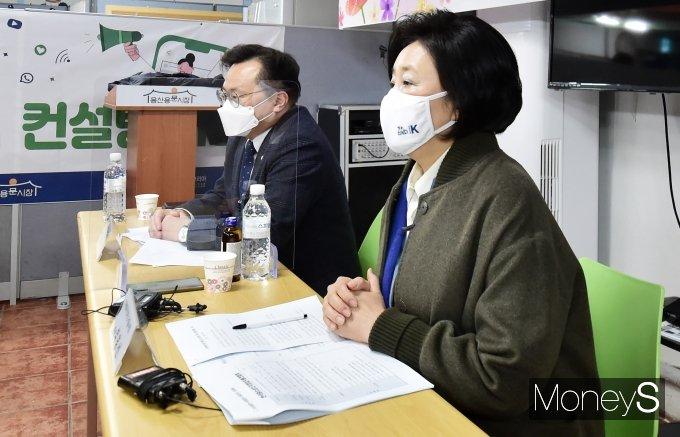 [머니S포토] 4.7 재보궐, 상인 고충관련 답변하는 박영선 후보
