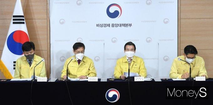 [머니S포토] 김용범 차관, 제31차 비상경제 중대본 브리핑