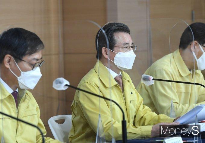 [머니S포토] 4차 맞춤형 피해지원 관련 발언하는  김용범 차관