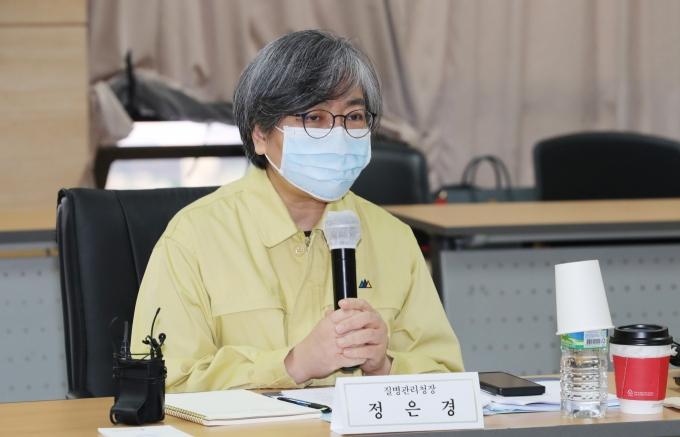 정은경 질병관리청장은 백신 접종 전후로 컨디션을 잘 살펴야 한다고 강조했다.질병관리청은 백신 접종 전후로 컨디션을 잘 살펴야 한다고 강조했다. /사진=박지혜 뉴스1 기자