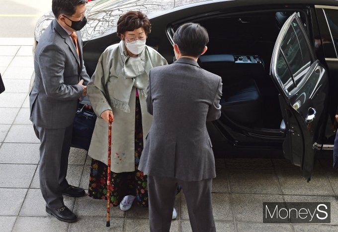 [머니S포토] 외교부 도착한 이용수 할머니