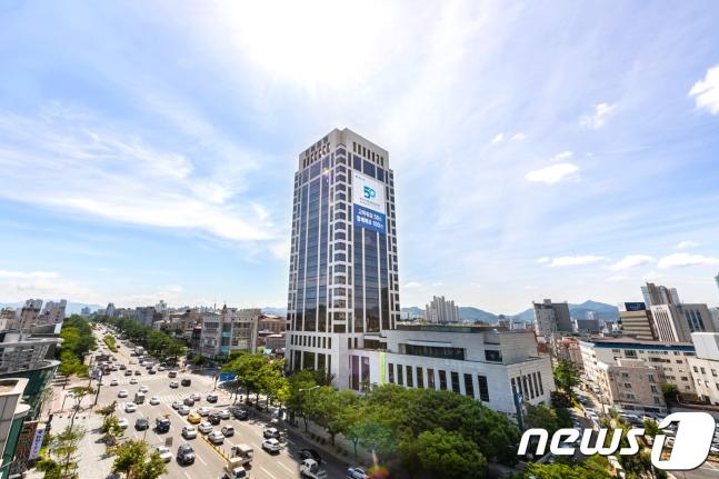 전북은행은 'ESG(환경·사회·지배구조)인증' 최고 등급을 받은 700억원 규모의 ESG채권을 발행했다고 3일 밝혔다. /사진=뉴스1