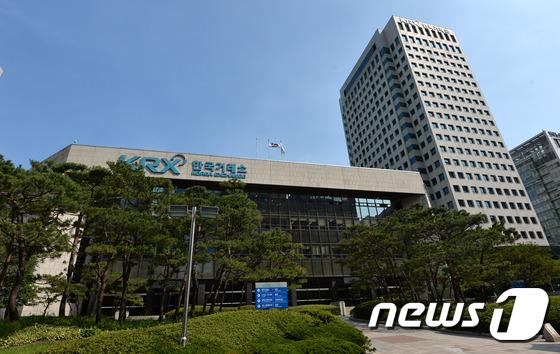 한국거래소는 지난주(2월22일~26일) 총 36건에 대해 시장경보조치를 취했다고 밝혔다. /사진=뉴스1
