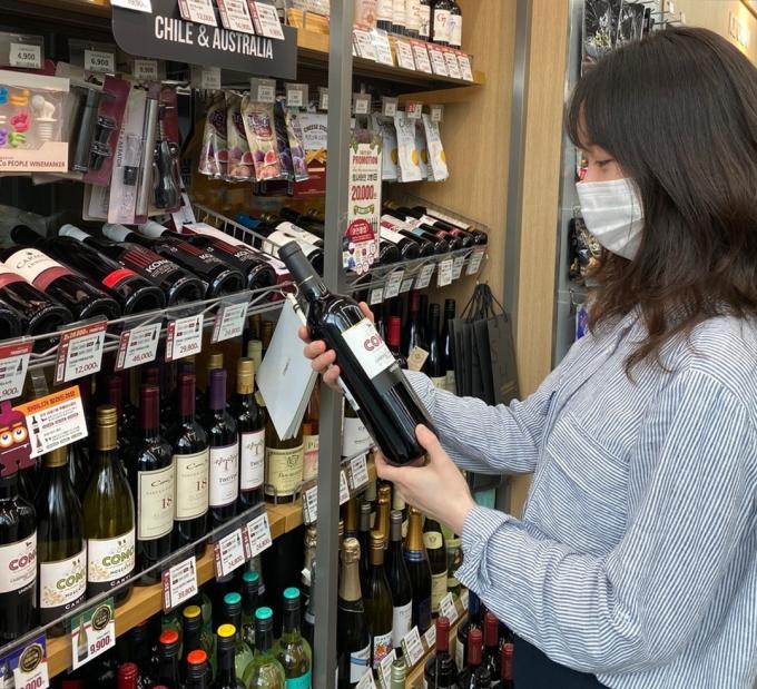 이마트24는 3월에도 이달의 와인 4종을 선보인다. 이마트24가 단독으로 출시하는 '안티구아스 리제르바'를 포함해 '로쉐마제' 2종과 '아포스톨 아팔타' 등이다. /사진=이마트24