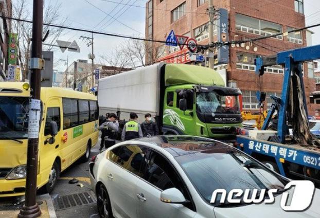 3일 오후 울산 동구에서 교통사고가 나 어린이집 원생 등이 부상을 입었다. /사진=뉴스1