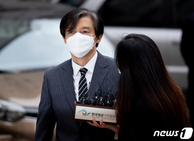 조국 전 법무부 장관2020.11.20/뉴스1 © News1 이재명 기자