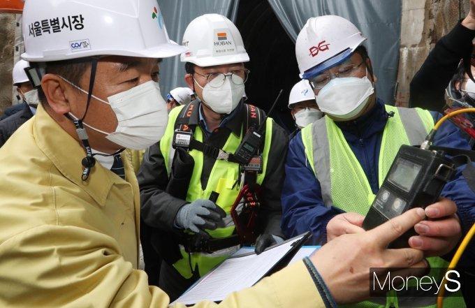 [머니S포토] 안전점검 검사하는 서정협 시장 대행