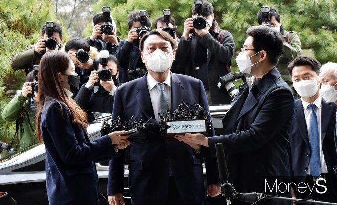[머니S포토]윤석열 총장, 전격 '검찰총장 사의' 표명