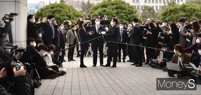[머니S포토]  법조계 관심속 '윤석열' 총장 직 사의
