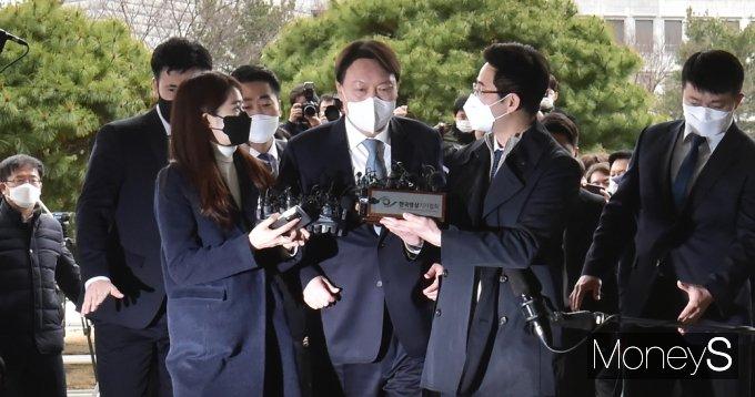 [머니S포토] 총장직 사의 '윤석열' '대권행보 탑승하나'