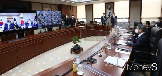 [머니S포토] 화상으로 진행된 전국 법원장 회의