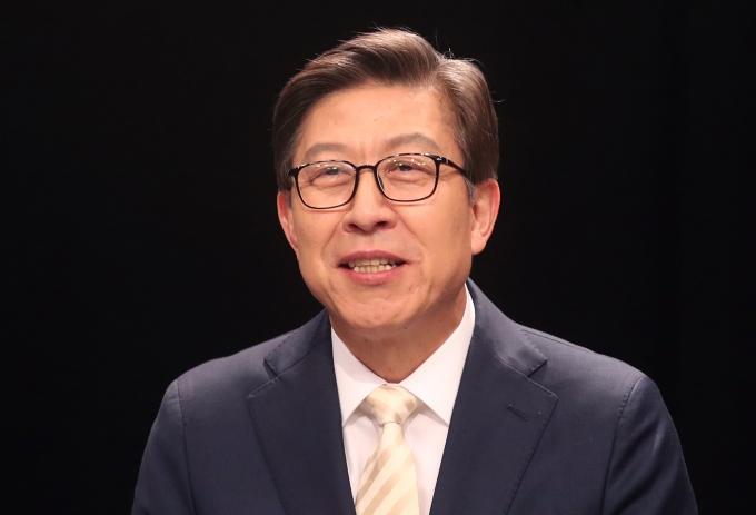 국정원 사찰 이슈 잠잠… 박형준, 부산시장 무혈입성?