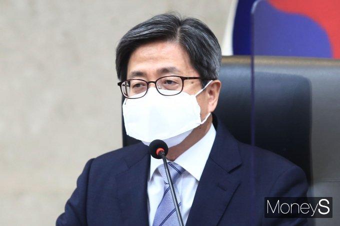 [머니S포토] 거짓해명 논란 관련 입 뗀 '김명수'