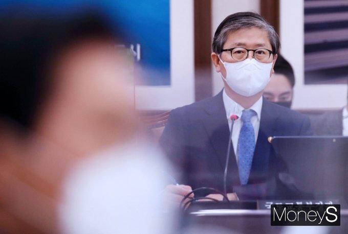 LH 직원들의 신도시 땅 투기 논란에 변창흠 국토부 장관이 고개를 숙였다. /사진=임한별 기자