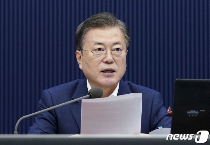 결국 신현수 손놓은 문 대통령… 후임에 김진국 임명