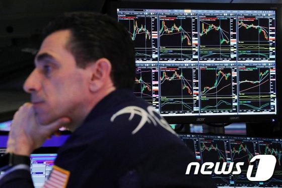뉴욕증시가 국채수익률(금리) 압박에 3거래일 연속 하락했다./사진=로이터(뉴스1)
