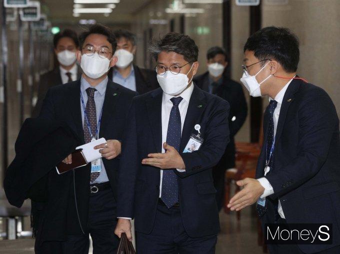 [머니S포토] 국회 소환되는 장충모 LH 사장 직무대행