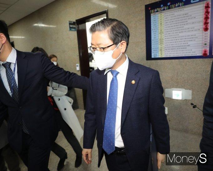 [머니S포토] 'LH 직원투기 의혹' 이낙연 대표에게 문책 당한 변창흠 장관