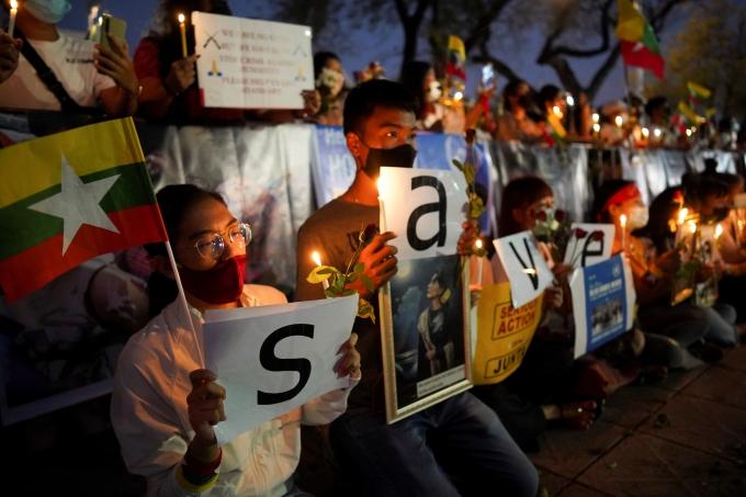 미국 정부가 미얀마 군부 소유 기업에 대한 무역 제재를 단행했다. 사진은 지난 4일(현지시각) 태국 방콕 유엔 청사 앞에서 시민들이 미얀마 반(反)쿠데타 시위 도중 사망한 사람들을 추모하는 모습. /사진=로이터
