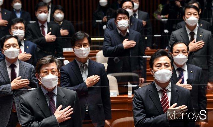 [머니S포토] 국민의힘 의총 참석한 오세훈-박형준 시장 후보