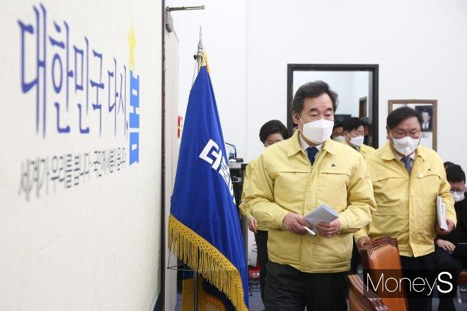 [머니S포토] 민주당 최고위 참석하는 이낙연·김태년